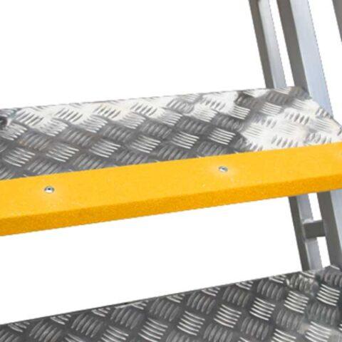 Aluminium-checker-plate-with-anti-slip-strips